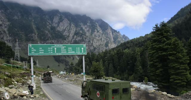 印度大量軍隊開向前線,美國軍事專傢表態:就這架勢打誰都贏不瞭-圖3