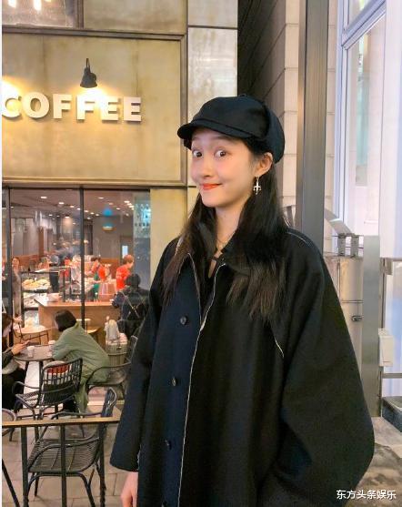 關曉彤23歲生日:穿黑絲襪端酒杯蹦迪,被鹿晗稱呼精神小姑娘-圖2
