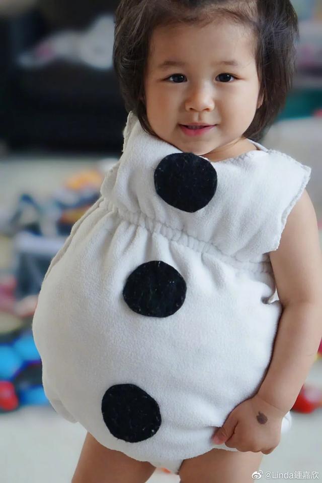 鐘嘉欣曬兒女照片訴相思,4歲女兒繼承媽媽美貌,弟弟超像姐姐-圖4