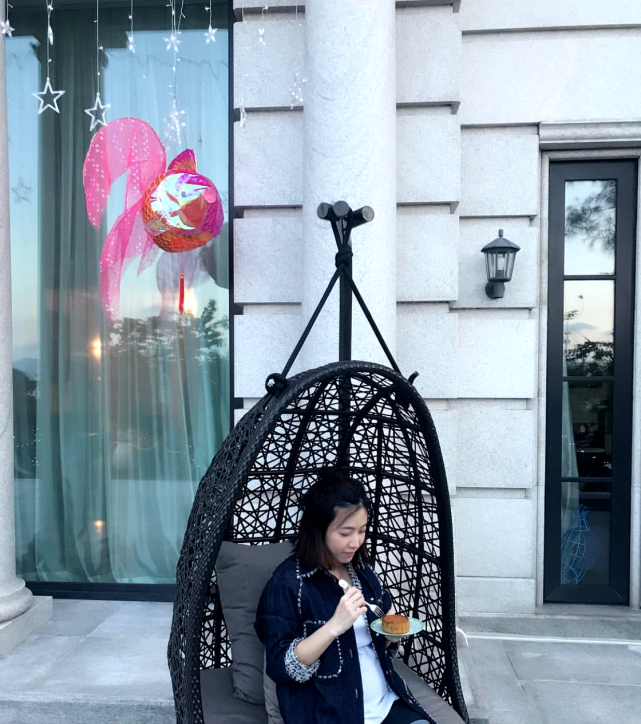 甘比12歲女兒劉秀樺太胖瞭,但甘比還是喂她吃大碗冰淇淋,果然是有錢任性-圖5
