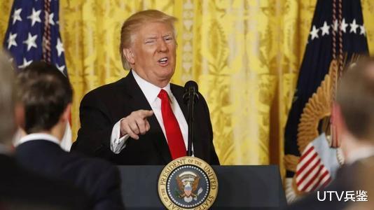 特朗普竟被女記者氣走瞭,吹噓政績被戳穿,滿臉憤怒負氣離場-圖3