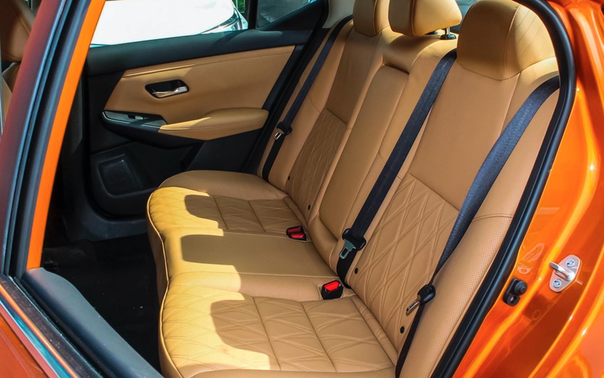 又一日系傢轎王,配沙發座椅,配CVT油耗4.9L,11.90萬起-圖5