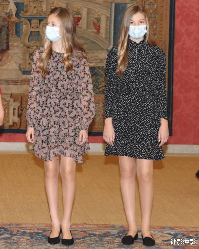 西班牙王室聖誕卡隻有姐妹花,國王夫婦看好女兒,萊昂諾爾壓力大-圖7