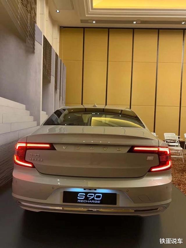 新中大型轎車沃爾沃S90到店品鑒,換同級別最強動力,配水晶擋把-圖6