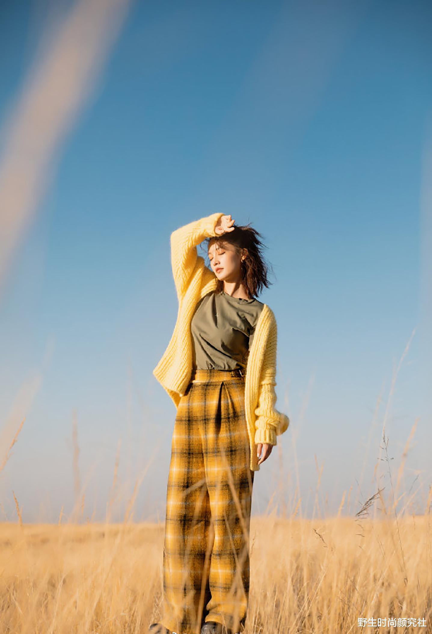 李沁出遊穿得好隨意,基礎款都能穿出時尚高級感,配色舒服又耐看-圖3