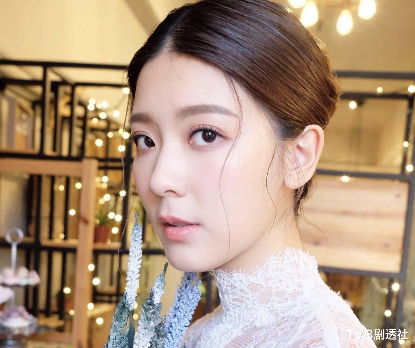 27歲香港著名女星被曝未婚先孕,並將趕在下月登記結婚-圖4