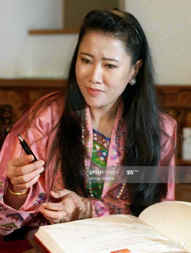 不丹二王母迎63歲生日!不再爭寵特意剃寸頭,宴會上帥氣成焦點-圖5