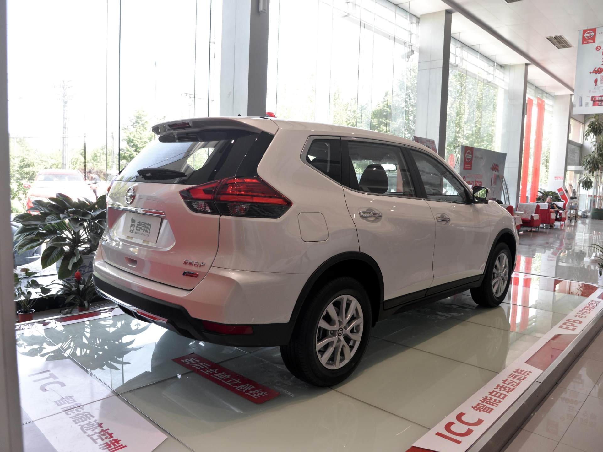 日產不敢賣高價瞭,主力SUV破20萬大關,大空間+沙發座椅不輸CRV-圖2