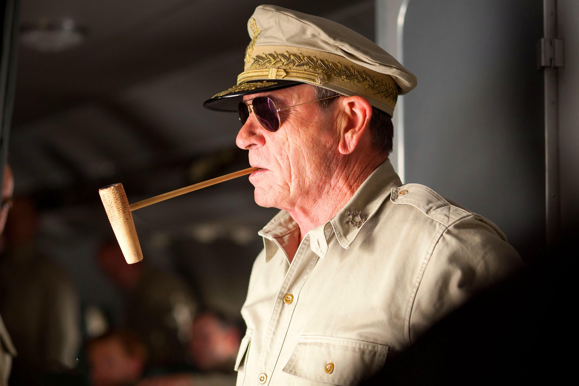 把麥克阿瑟演成面癱,這個特型演員不特型,成《跨過鴨綠江》敗筆-圖9