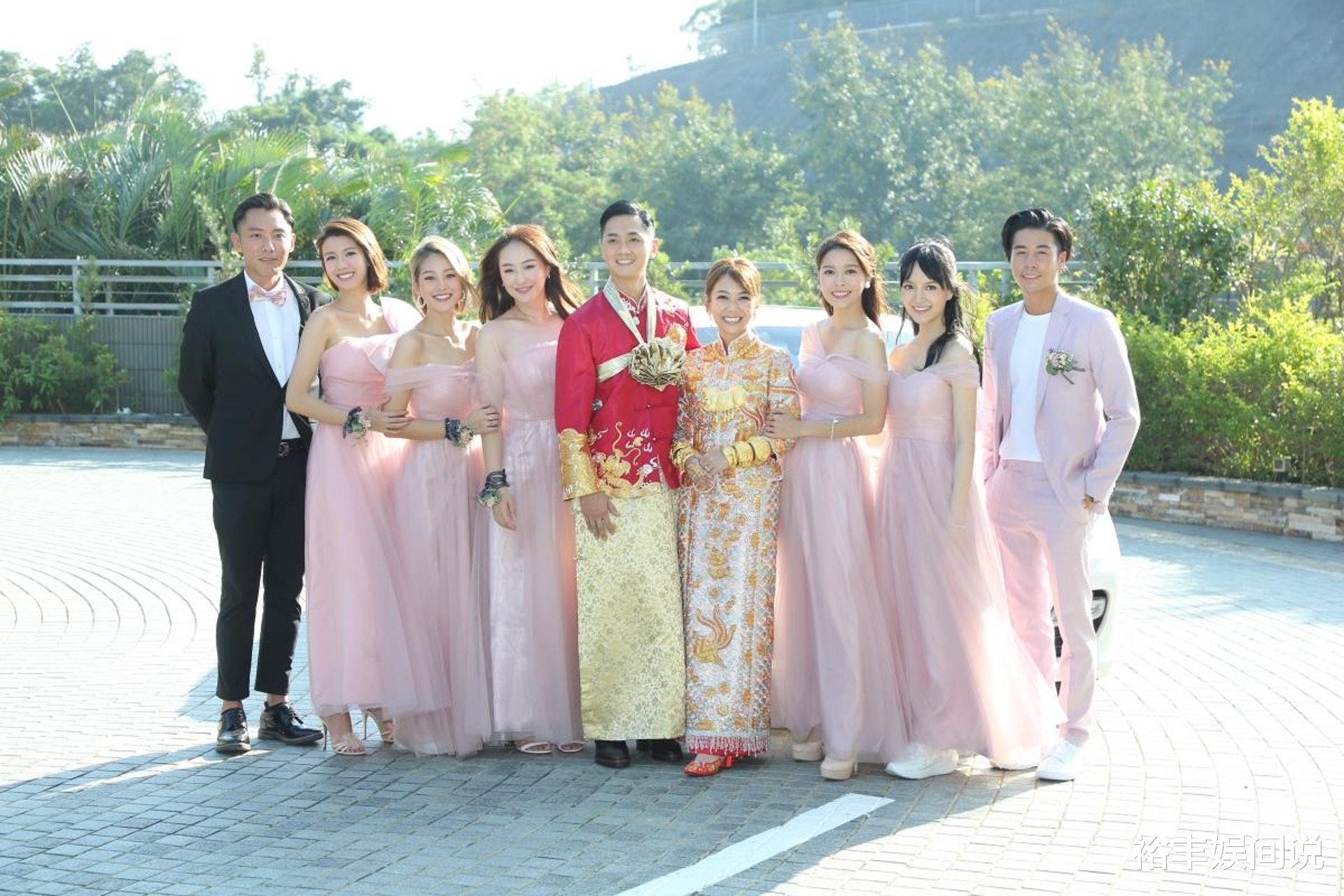 恭喜!TVB小花何雁詩今日出嫁,戴三對大龍鳳鐲,頸掛一隻大金豬-圖6