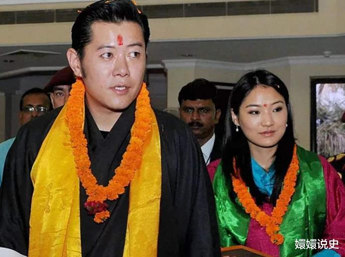 不丹也有跪拜制度!21歲佩瑪大婚時跪丈夫,姿勢標準不輸蘇提達-圖8