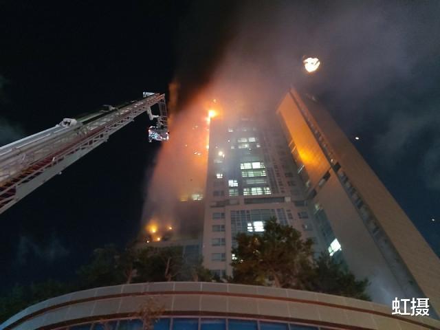 韓國33層高樓起火,瞬間變火炬!雲梯消防車趕來,比導彈車還大-圖9