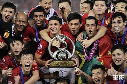 中国足球上不去的黑锅恒大背得起,最大的悲哀,是只顾窃笑没人做