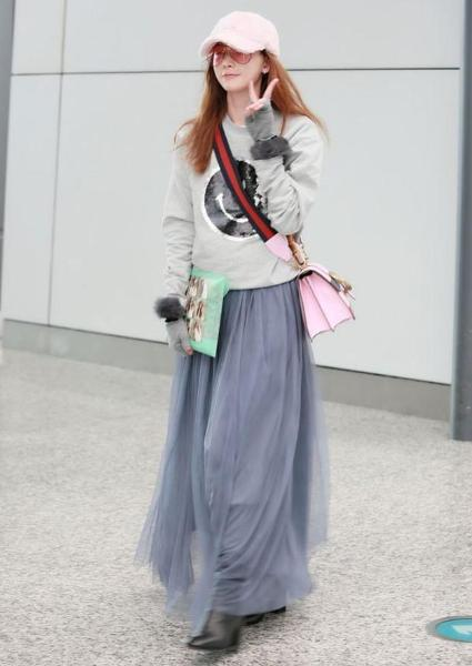 林志玲走機場,穿粉色上衣褲子緊到勒出褶子,但效果卻意外的驚艷-圖5
