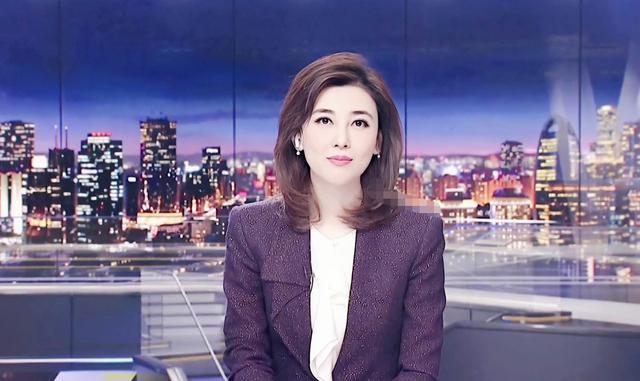 央視女神李紅回歸!穿紫色亮片西裝顏值又創新高,牛奶肌白到發光-圖4