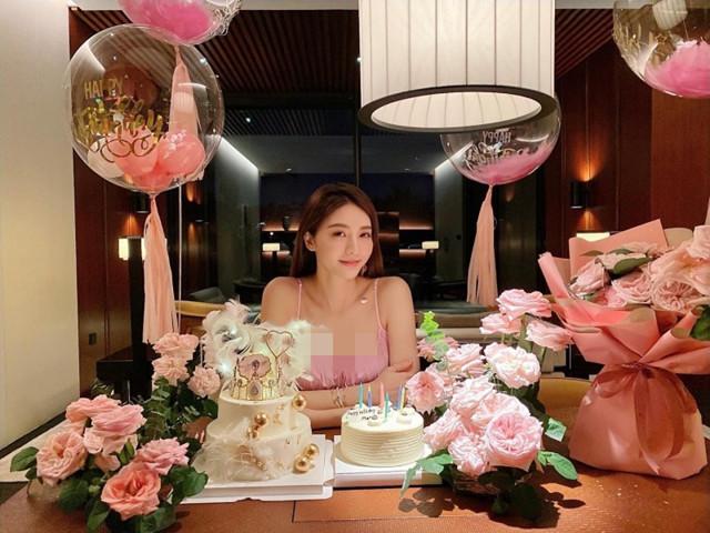 女星吳亞馨近況曝光,高調和男友秀恩愛,曾被前男友散播親密照-圖2