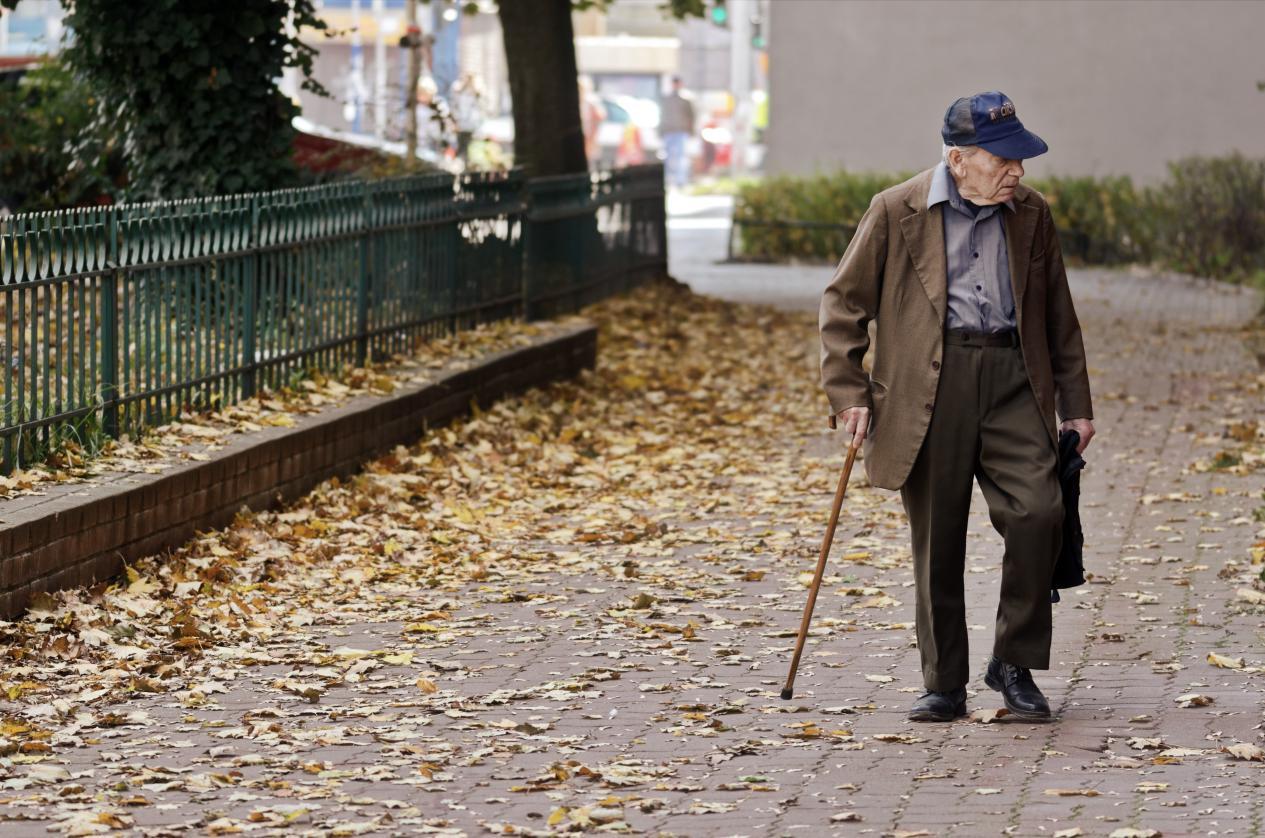 """亚当萨维奇_50岁后,老人都有经历3道""""寿命坎"""",若你能全扛过,或许能长寿-第3张图片-游戏摸鱼怪"""