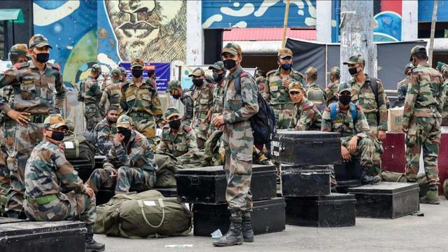 印度再次無視停火協議,派出大批印軍趕赴前線,夜間大軍發起偷襲-圖4