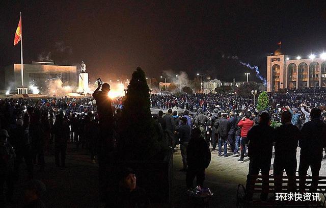 又一亞洲國傢突發暴亂,士兵開槍鎮壓,100多人受傷-圖2