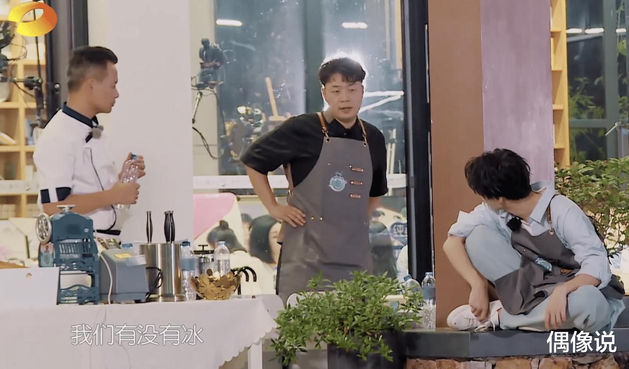 王俊凱錄節目被熱油燙傷!處理方式顯心酸,劉宇寧和張亮反應很暖-圖5