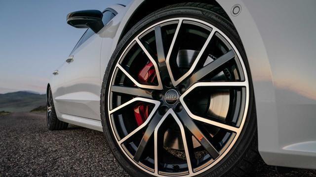 """奧迪全新""""S系列"""",配2.9T V6引擎,四排自動尾翼,一眼就被迷住-圖5"""