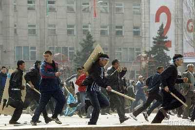 吉爾吉斯斯坦總統首次露面,內亂後幕被深度揭開!-圖2