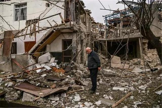 調停失敗!阿塞拜疆第二大城市遭襲,大批火箭彈擊中市中心大樓-圖3