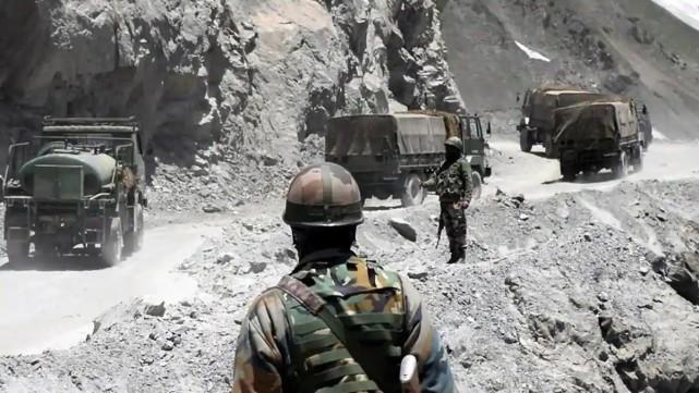 印度邊境有大動作,高速公路軍車不斷運兵,班公湖周圍平民大撤離-圖4