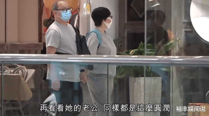 """58歲商天娥與老公手牽手恩愛逛街,結婚10年,被寵成瞭""""肥娥""""-圖4"""