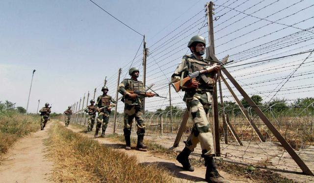 印度再次無視停火協議,派出大批印軍趕赴前線,夜間大軍發起偷襲-圖2