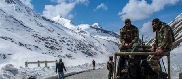高原前線峽谷大雪封山!印軍挖掘機開路失敗,莫迪抱怨被美國欺騙-圖3