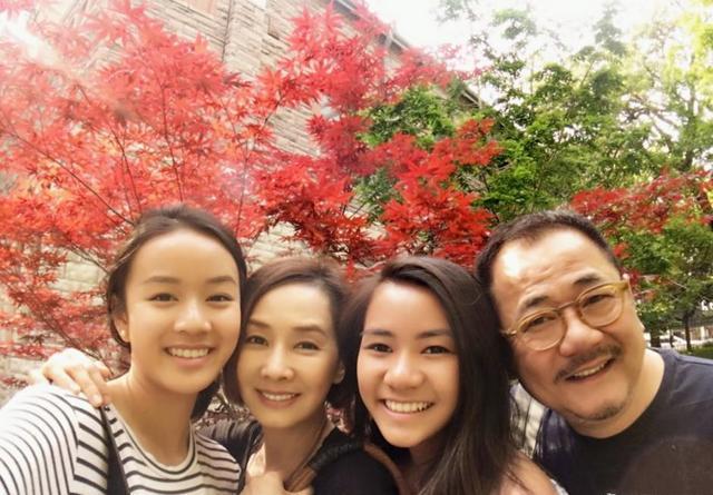 60歲毛舜筠曬近照,與75歲老公似父女,曾後悔拒絕張國榮求婚-圖10