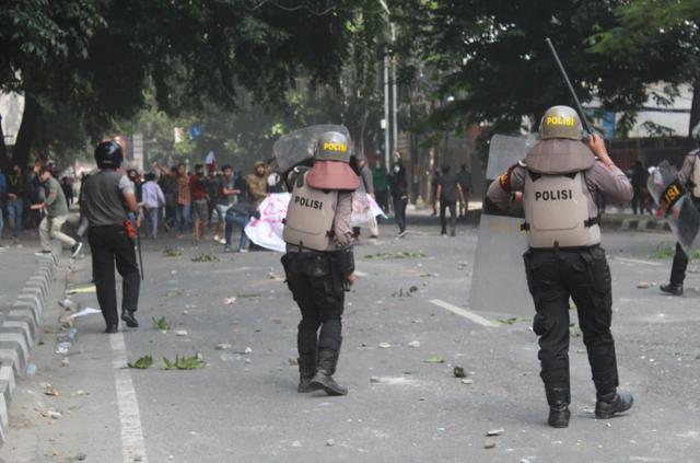 印尼爆發示威遊行,抗議者憤怒控訴:政府和外國聯手竊取我的財富-圖3