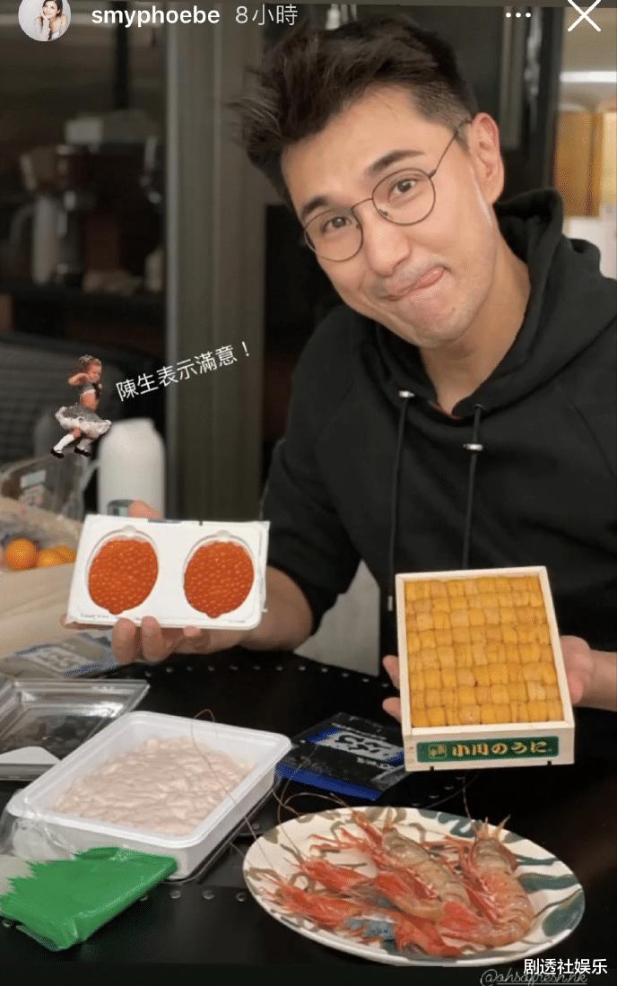 TVB視帝兩年沒有新劇播出,在傢慶祝44歲生日,被女兒喂水果好幸福-圖4