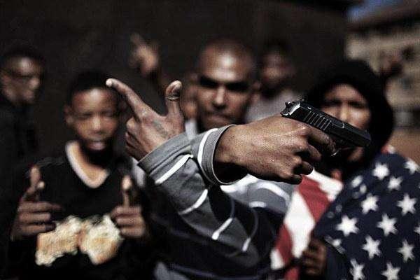 美國警察再次射殺黑人,芝加哥黑幫揭竿而起,持槍高呼:推翻白宮-圖4