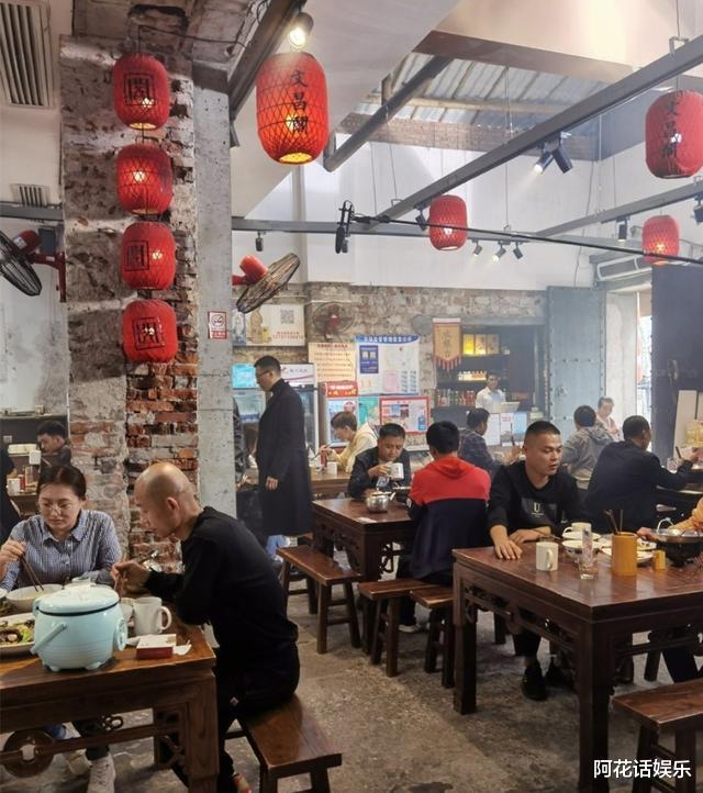"""時隔《潛伏》11年,孫紅雷新劇再次上演""""眼鏡殺"""",路透大佬既視感!-圖8"""