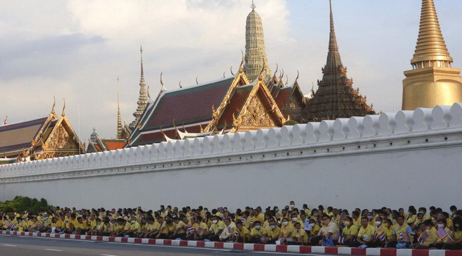國王專車通過抗議人群……全球媒體關註泰國大遊行!-圖5