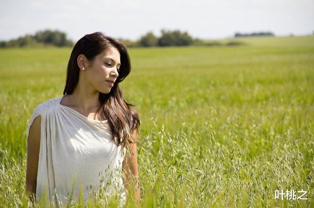 愛情心理學:中年女人的動情,往往是有痕跡的-圖7