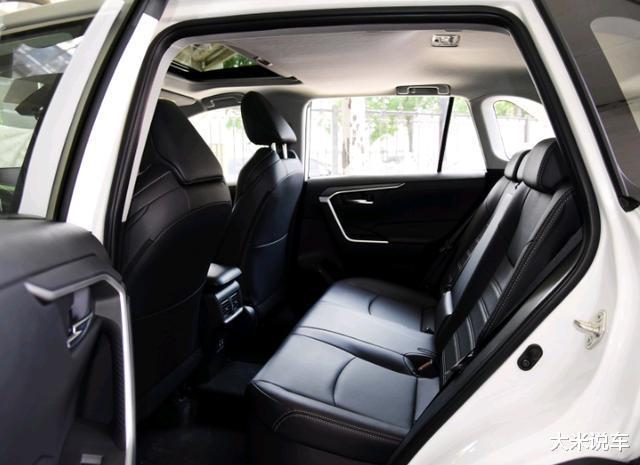 豐田新款平民SUV,四驅還有218馬力,滿油可以跑1200KM-圖9