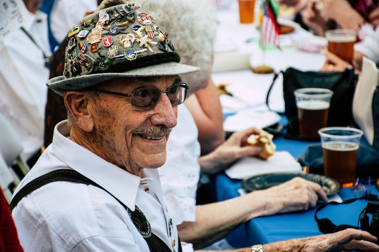 """亚当萨维奇_50岁后,老人都有经历3道""""寿命坎"""",若你能全扛过,或许能长寿-第7张图片-游戏摸鱼怪"""