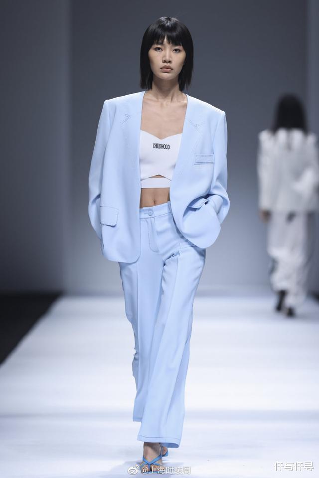 范冰冰高調出席上海時裝周,貝雷帽戴成浴帽,It Girl實至名歸-圖4