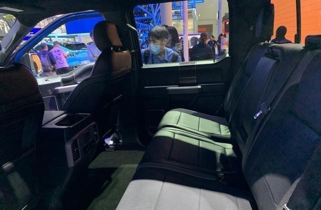 福特F-150同時具備商用、越野兩種能力,車內空間表現不錯-圖10
