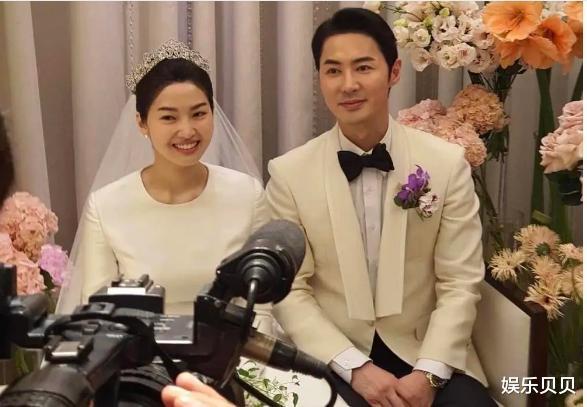 JUNJIN舉辦婚禮,組合成員擺出標志Pose,新娘新郎挽手對視超幸福-圖9