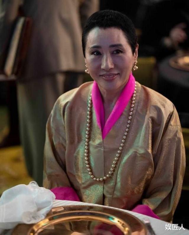 不丹二王母迎63歲生日!不再爭寵特意剃寸頭,宴會上帥氣成焦點-圖4