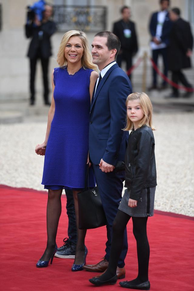 佈麗吉特兒媳婦氣質贊!穿黑裙超美,45歲兒子比繼父馬克龍都大-圖10