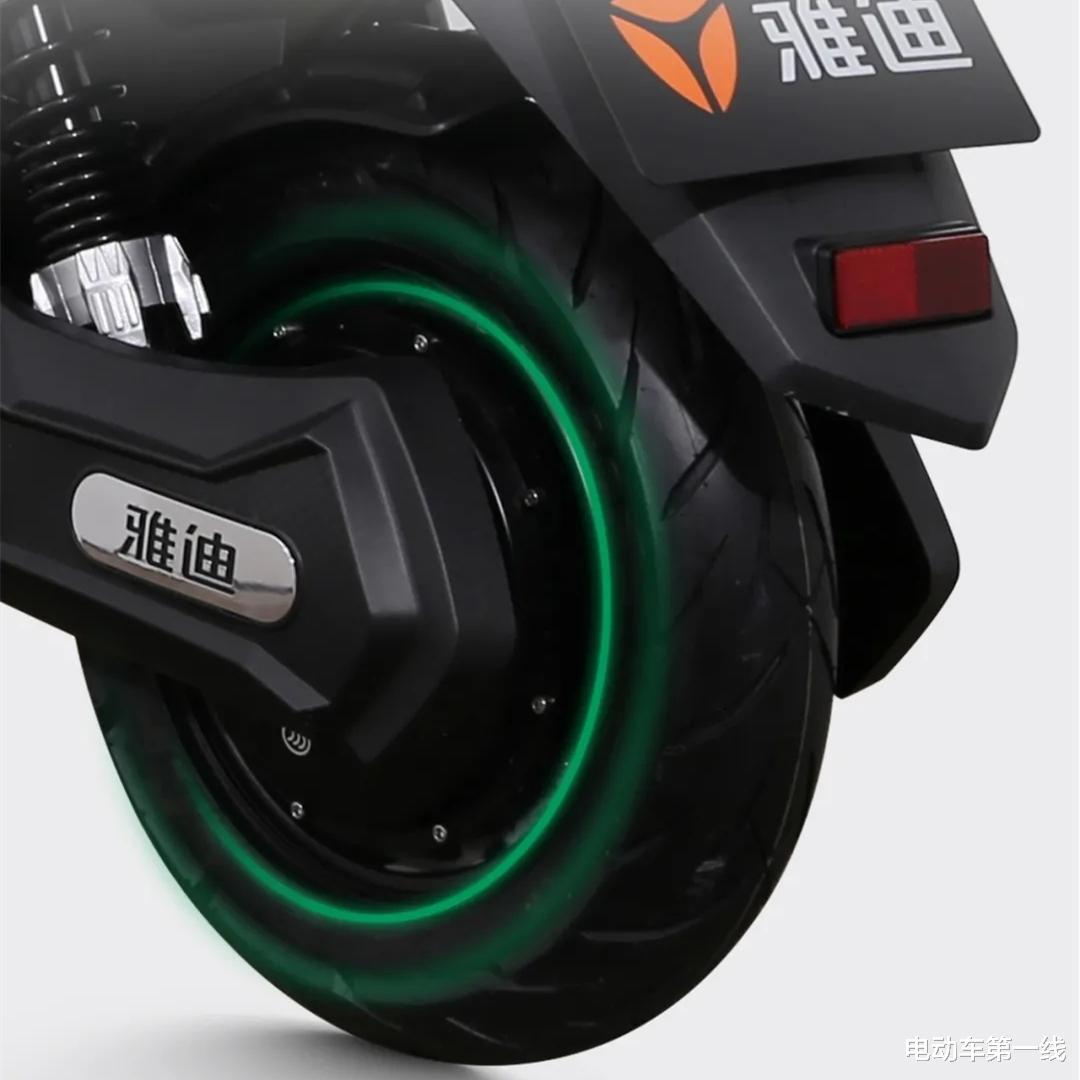 雅迪又推出一款電動車銳速,配備1200W電機,72V容量電池!-圖3
