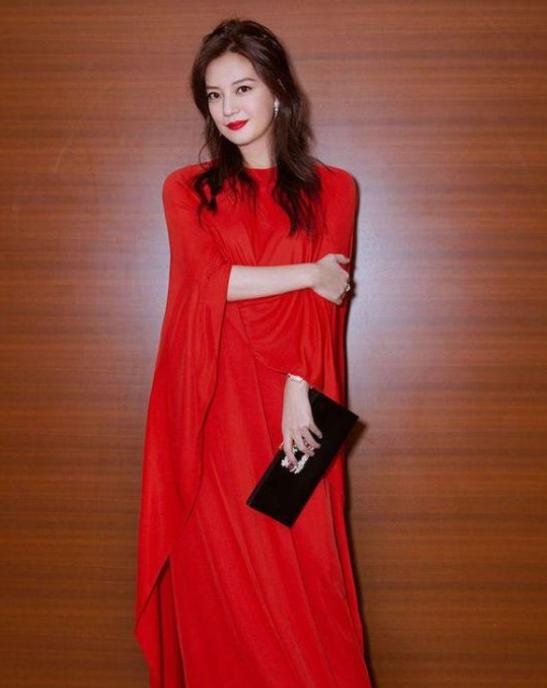 同在日本獲獎,吳京劉亦菲拒領,她卻穿紅裙參加引發熱議-圖4