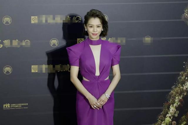 金曲獎星光黯淡,女星靠奇裝異服博出位,徐若瑄紫色禮服狀態最佳-圖10