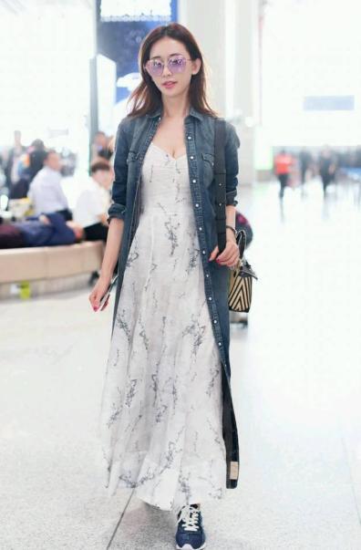 林志玲走機場,穿粉色上衣褲子緊到勒出褶子,但效果卻意外的驚艷-圖4