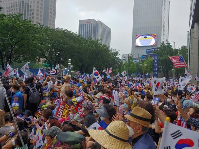 這個國傢是你個人的嗎:韓國上萬人集會 要求罷免文在寅-圖2